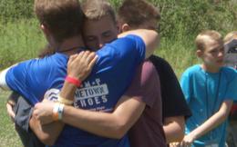 15 năm sự kiện 11/9: Những đứa trẻ vẫn ôm chặt nhau và oà khóc vì nỗi đau mất đi cha mẹ