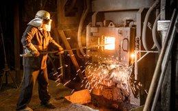 Sàn kim loại London lép vế trước sức ép từ Trung Quốc và Mỹ
