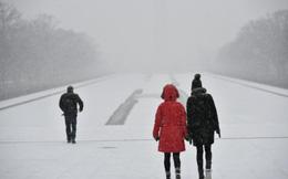 Siêu bão tuyết 'đổ bộ' Mỹ: Hơn 7.600 chuyến bay bị hủy