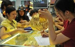 Vàng trong nước đi ngược chiều thế giới
