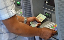 Bớt gánh nặng phí ATM