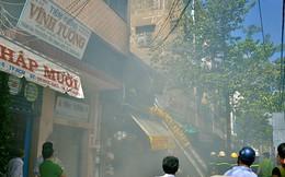 Cháy sạp hàng cạnh chợ Bình Tây, tiểu thương hoảng loạn