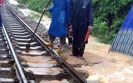 Ách tắc do mưa lũ, 22 đoàn tàu nằm chờ