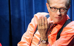 """Lắng nghe Larry King chia sẻ 9 bài học để trở thành """"bậc thầy giao tiếp"""""""