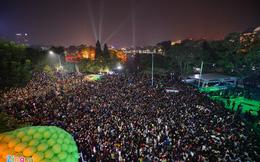 Biển người đón năm mới 2017 ở Hà Nội, TP.HCM