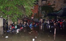 """[Video]: TP.HCM """"giải cứu"""" gần 1.400 ôtô, xe máy chìm trong nước"""