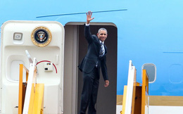 Người dân TP.HCM đứng kín ven đường tiễn ông Obama