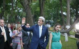 Ngoại trưởng Mỹ thư thái dạo bước ở Hồ Gươm
