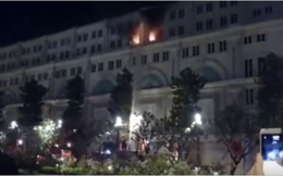 Cháy tòa nhà 7 tầng ngay phố đi bộ Nguyễn Huệ