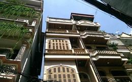 Rợn người ngôi nhà 4 tầng nghiêng chờ sập giữa Thủ đô