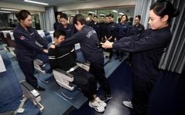 Tiếp viên Hàn Quốc dùng súng điện trị khách gây rối