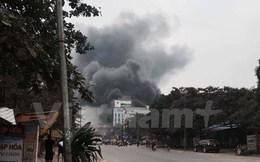 Hà Nội: Cháy lớn tại siêu thị điện máy, khói đen bốc cuồn cuộn
