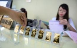 Vàng chuyển mạnh thành tiền, giao dịch vàng miếng tại Việt Nam sụt mạnh