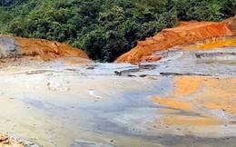 Cận cảnh bể chứa bùn thải quặng thiếc bị vỡ trơ đáy ở Nghệ An