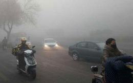 Trung Quốc phải đóng cửa nhiều tuyến đường vì khói mù dày đặc