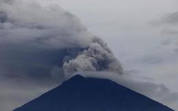"""""""Thiên đường du lịch"""" Bali lâm khủng hoảng vì núi lửa phun trào"""