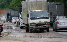 Né trạm thu phí QL5, ô tô gây 'thảm cảnh' đường liên xã