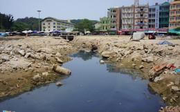 Kênh nước thải ngày đêm rò rỉ ra biển Sầm Sơn