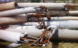 Hàng loạt cột điện ở Hà Tĩnh gãy đổ, lộ ra lõi thép mỏng manh