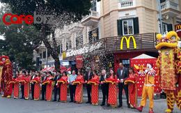 Sau gần 4 năm bán bánh kẹp ở Sài Gòn, McDonald's mới chính thức khai trương nhà hàng đầu tiên tại Hà Nội
