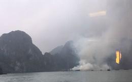 Tàu du lịch cháy dữ dội trên vịnh Hạ Long