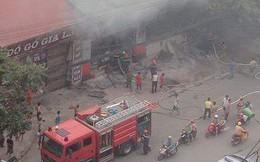 Cháy lớn thiêu rụi nhà sách trên phố Hà Nội