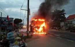 [Video]: Xe khách giường nằm bốc cháy ngùn ngụt ở Đồng Nai