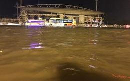 """Hà Nội: Trước sân vận động Mỹ Đình biến thành """"ao"""" sau mưa lớn"""