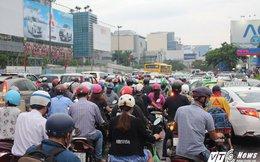 Hàng ngàn phương tiện chôn chân tại cửa ngõ sân bay Tân Sơn Nhất