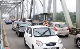 Quốc lộ 1 lại tắc vì dân đưa tiền lẻ mua vé qua Trạm thu phí Bến Thủy