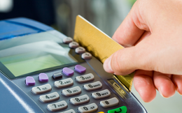 Người Mỹ dùng tiền mặt và thẻ ngân hàng như thế nào?
