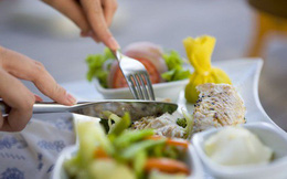 """Nguyên tắc ăn uống trong nhà hàng """"sang chảnh"""" mà bạn nhất định cần nắm rõ"""
