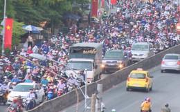 Đường miền Tây ùn ứ vì hàng nghìn người trở lại Sài Gòn
