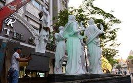 Cẩu 5 bức tượng lấn chiếm vỉa hè trước khách sạn 4 sao