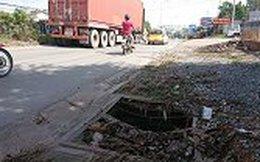 Đường sụt lún như ruộng bậc thang ở Sài Gòn, tài xế căng mình né 'tử thần'