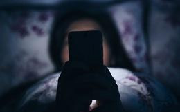 Thừa biết điện thoại làm hỏng giấc ngủ, tại sao chúng ta vẫn lướt mạng hàng đêm?