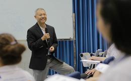 9 chia sẻ của GS Trương Nguyện Thành quanh chuyện mặc quần đùi giảng bài