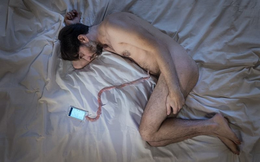 """Bộ ảnh khiến bất kỳ ai cũng giật mình trước chứng nghiện smartphone - """"bệnh dịch không virus"""" của xã hội hiện đại"""