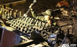 Công nhân trắng đêm xây cầu vượt, 'giải cứu' kẹt xe ở cửa ngõ sân bay Tân Sơn Nhất