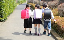 Thay vì mướt mồ hôi ngồi hàng giờ khai giảng dưới nắng, đây là cách học sinh các nước chào đón năm học mới