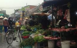 Rau quả ở chợ truyền thống TPHCM 'ế ẩm' trước bão