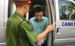 Hà Văn Thắm, Nguyễn Xuân Sơn tươi cười xuất hiện trong ngày đầu xét xử