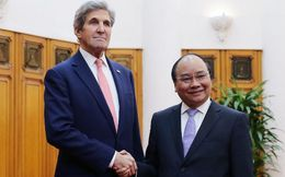 Tại Việt Nam, Ngoại trưởng Mỹ ca ngợi hiệp ước thương mại mà Trump thề sẽ hủy bỏ