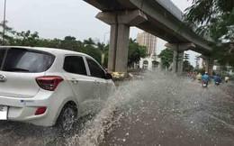 Ngày mưa bão, tài xế Grab và Uber cũng giống như taxi thông thường