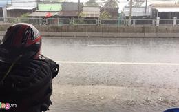 Sài Gòn mưa lớn, ngập đường ngày làm việc đầu năm Đinh Dậu