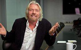 """Tỷ phú Richard Branson chưa bao giờ hết """"dị"""": 50 năm sự nghiệp không có bàn làm việc chính thức vì quan điểm khác người"""