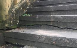 Nhiều vết nứt dưới chân cầu 125 tuổi ở Sài Gòn
