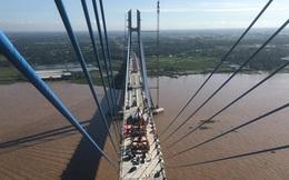 Hợp long cầu dây văng nhịp thép dài nhất phía Nam