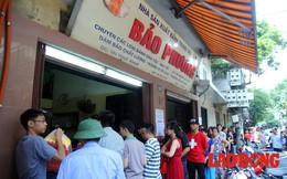 Bánh trung thu truyền thống có gì mà người dân thủ đô xếp hàng dài đợi mua?