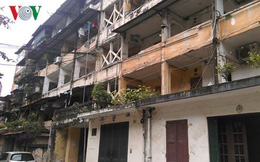 Dân thủ đô thấp thỏm trong những ngôi nhà xuống cấp nghiêm trọng